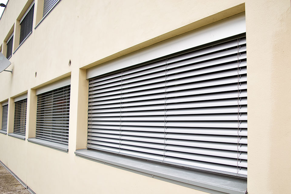 Tende veneziane bordate in alluminio per esterno - Tende veneziane per esterno ...