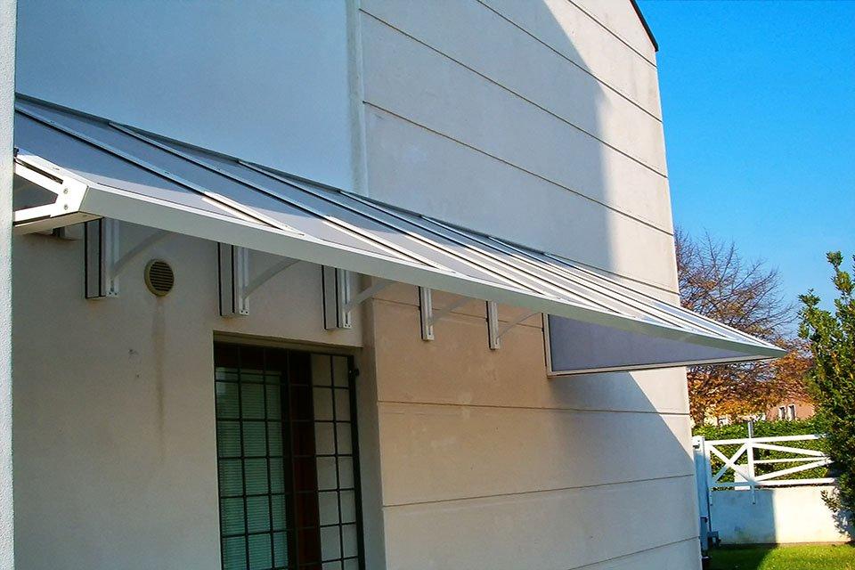 Pensiline copri ingresso in alluminio e policarboanto. Padova. Stameat srl